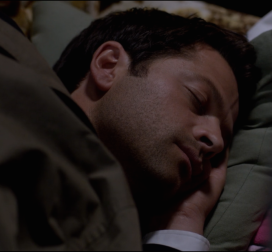 Aww. Cas having a kip