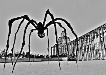 """""""Maman"""" sculpture by Louise Joséphine Bourgeois"""
