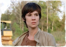 Francine is not happy with Tobin for leaving her behind to the walkers