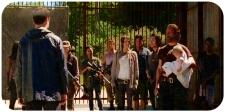 silk Aaron talks at gate Remember The Walking Dead