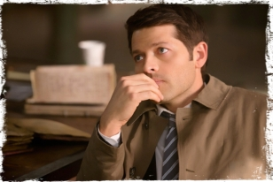 Cas hand chin Supernatural Brother's Keeper