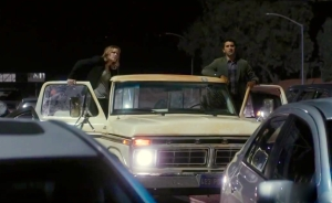 Travis Manaway (Cliff Curtis) and Madison Clark (Kim Dickens) stuck in traffic in Episode 1 Pilot.