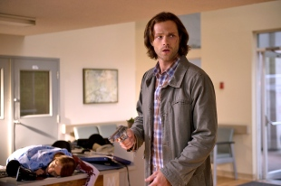 Sam gun Supernatural Out of the Darkness Into the Fire