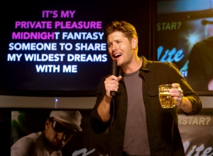 Dean sings Karaoke Supernatural Black