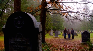 sam bobby dean at rufus grave