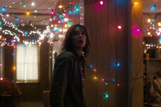 Joyce Winona Ryder lights Stranger Things