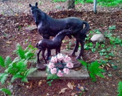 Lily Dale Pet Cemetery two horse statue