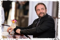 crowley-drink-2-supernatural-the-foundry