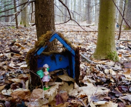 lily-dale-fairy-trail-2-blue-house