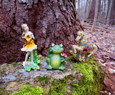 lily-dale-fairy-trail-2-frog-fairy-trio