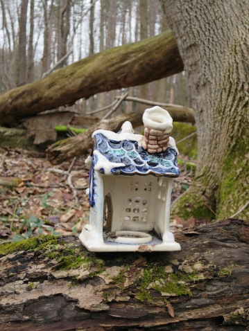 lily-dale-fairy-trail-3-little-white-empty-house