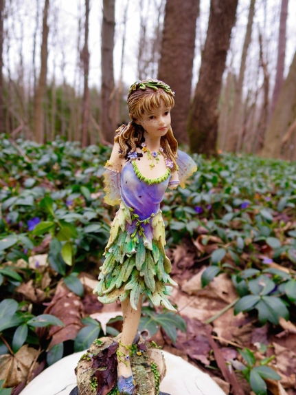 lily-dale-fairy-trail-3-one-legged-fairy