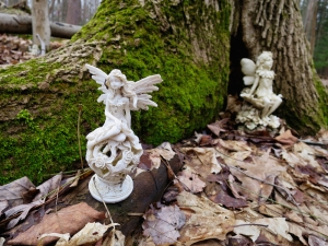 lily-dale-fairy-trail-3-two-faires
