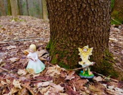 lily-dale-fairy-trail-3-yellow-faires