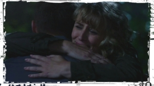 mary-hugs-dean-supernatural-first-blood