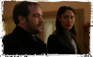 crowley-offered-the-crown-supernatural-stuck-in-the-middle
