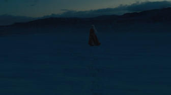 Melisandre (Carice van Houten) dies