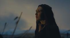 Melisandre (Carice van Houten) faces the dawn