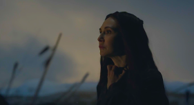 Melisandre (Carice van Houten) faces the dawn